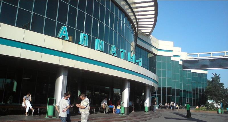 Bahnhof Almaty 1 - einer der wichtigsten Bahnhöfe in Süd-Kasachstan