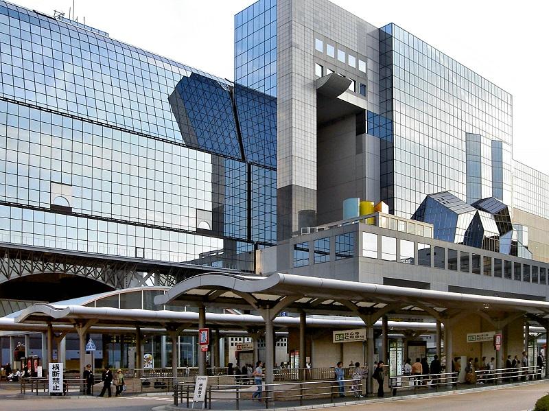 Hauptbahnhof Kyoto - Bahnhof 1997 fertiggestellt - Station des Shinkansen Hochgewschwindigkeitszug