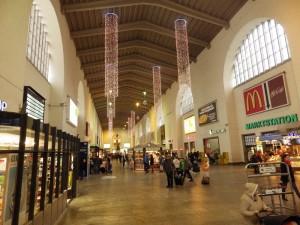 Platz vor dem Stuttgarter Hauptbahnhof nach Weihnachten