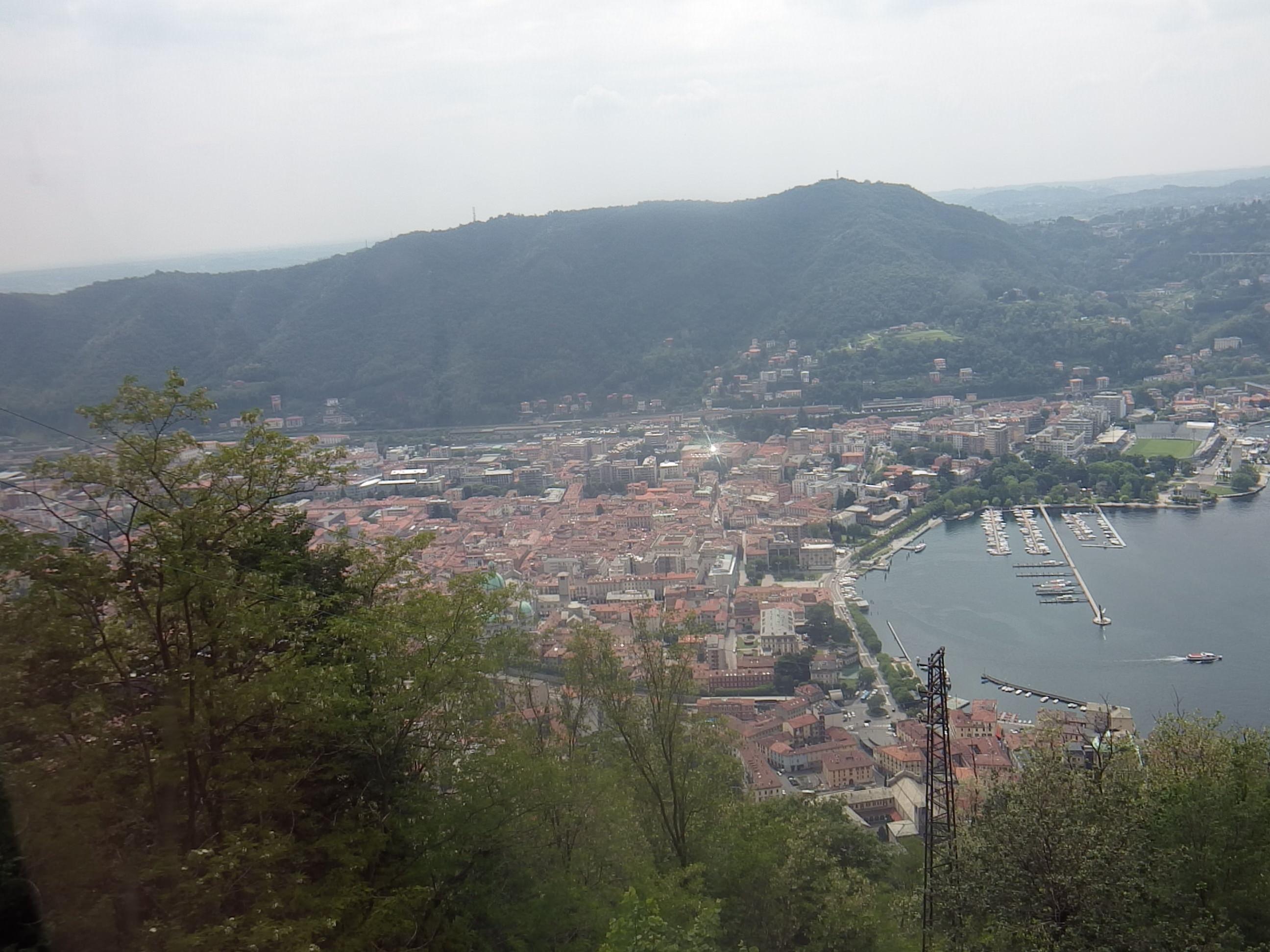 Blick von Brunate - Como mit Nordbahnhof, Piazza Cavour und Stadio Giuseppe Sinigaglia