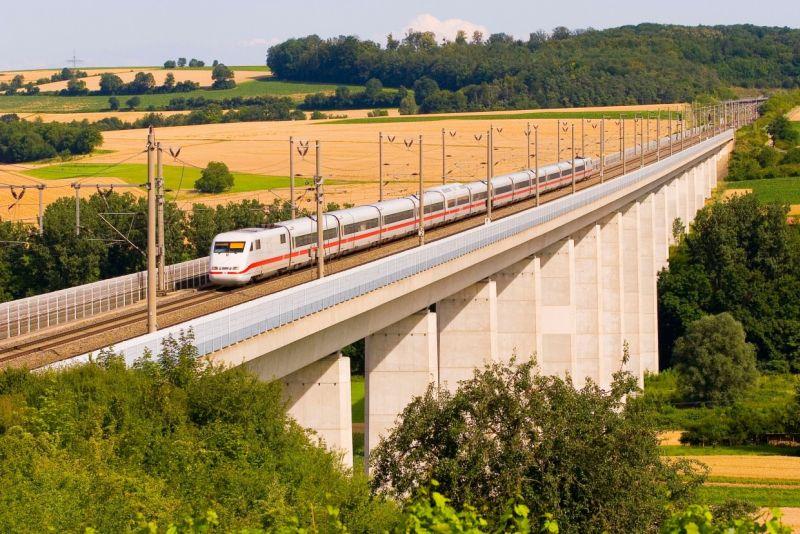 ICE 1 auf der Fahrt von Stuttgart nach Mannheim