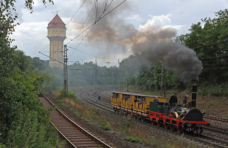 Museumszug mit der Lokomotive Adler am Nürnberger Güterbahnhof
