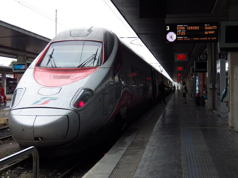 Hochgeschwindigkeitszug an Stazione Venezia Santa Lucia nach Rom Hauptbahnhof vor der Abfahrt