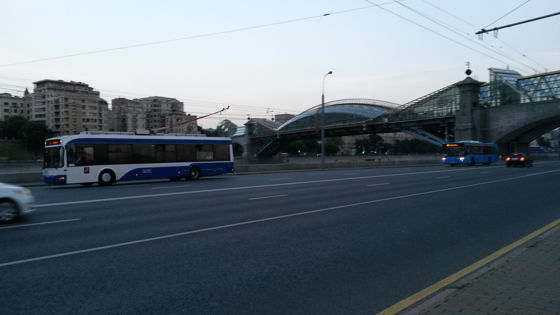 Bogdan-Chmelnizki-Brücke: eine überdachte Fußgängerbrücke über die Moskwa.