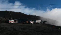 Bergstation Montagnola mit den geländegängigen Kleinbussen