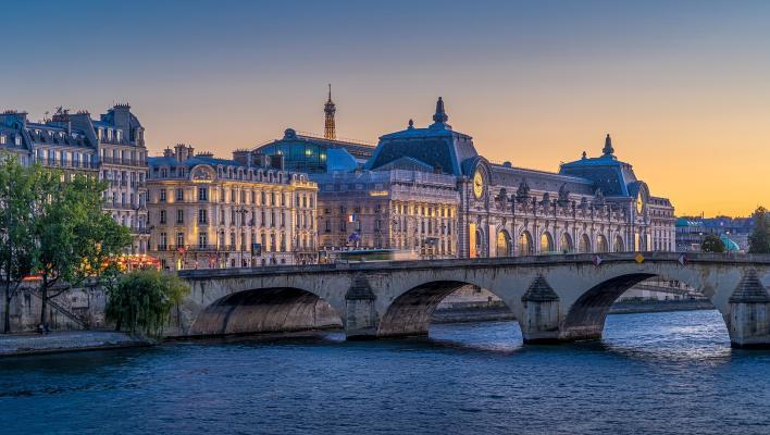 Pont Royal und Musée d'Orsay am Seine-Ufer in Paris